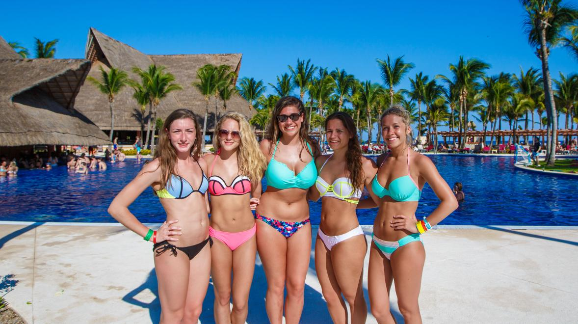 Group of girls enjoying their stay in Riviera Maya