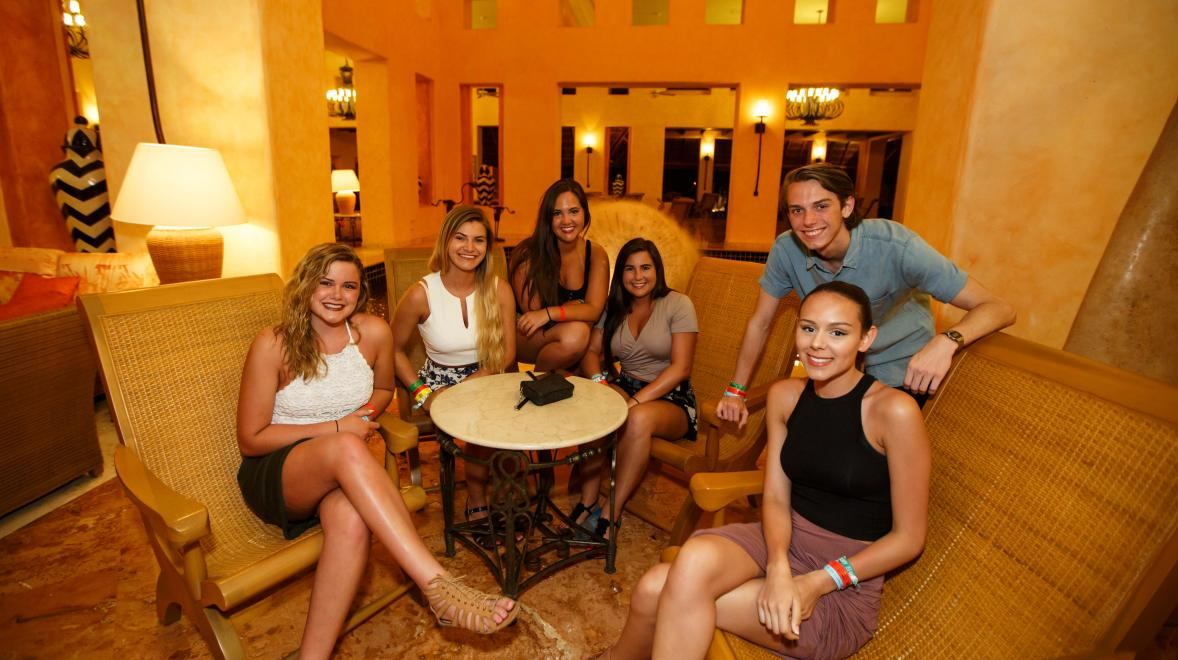 A group of high schoolers in Riviera Maya ready to have a fun night!